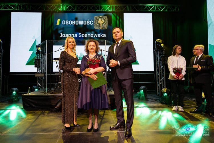 ROSgwiazdka 2019. Zdjęcie przedstawia laureatkę Rokietnickiej Wierzby w kategorii Osobowość - Joannę Sosnowską