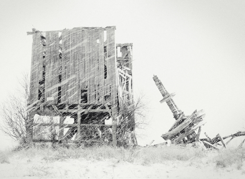 Autor zdjęcia: Waldemar Woźniak Tytuł: Śnieżny wiatrak Zabytkowy wiatrak typu Koźlak w zimowej scenerii Mrowina.